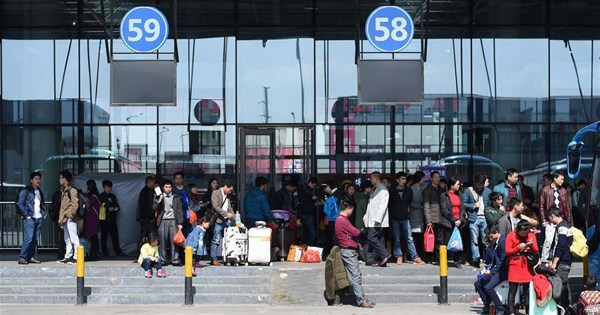 People start to return to work as Spring Festival holiday nearly ends