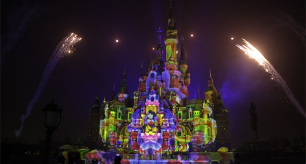 Firework show lights up Shanghai Disneyland