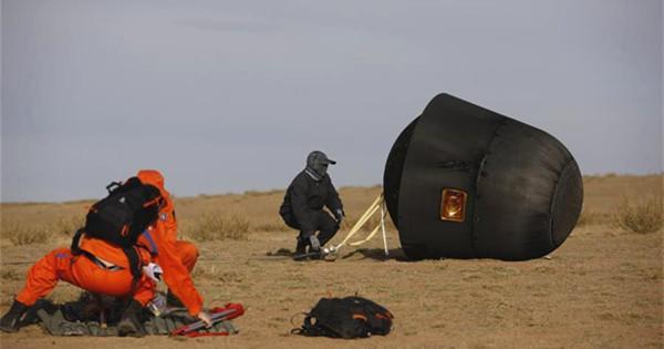 Re-entry capsule of SJ-10 lands in N. China