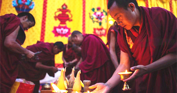 Monks attend Sur offering ritual in Zhaxi Lhunbo Monastery