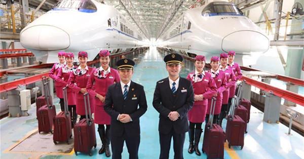 Staff to serve 1st train on Chongqing-Guiyang railway make debut