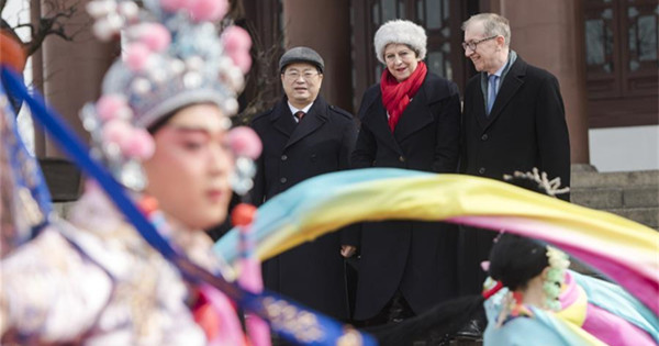 May watches Peking Opera performance in Wuhan