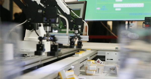 Mahjong-playing robot on show at university anniversary