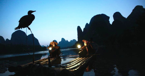 Aged brothers act as Lijiang River models for photographers worldwide