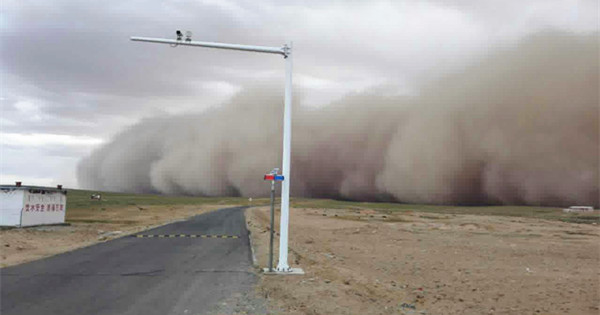 Wall of sand appears in Inner Mongolia