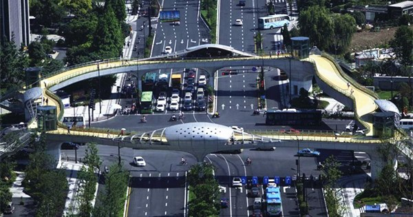 Ecological overpass built in Hangzhou