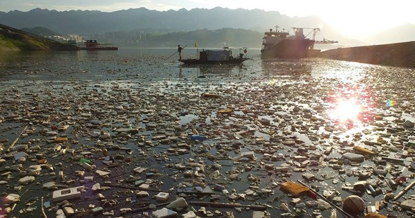 Drifting garbage hits Three Gorges Reservoir