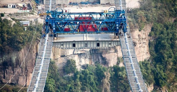 Steel box girders hoisting of Fuma Yangtze River Bridge finished