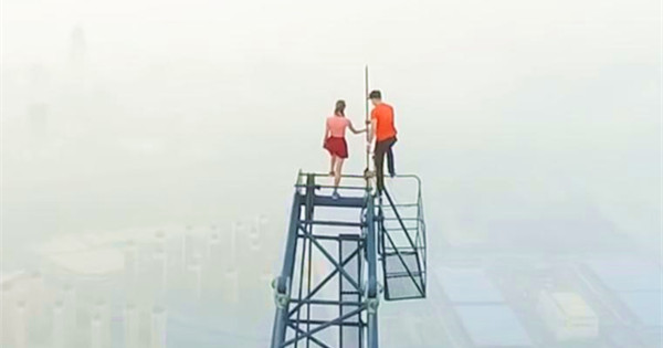 Daredevil couple climbs China