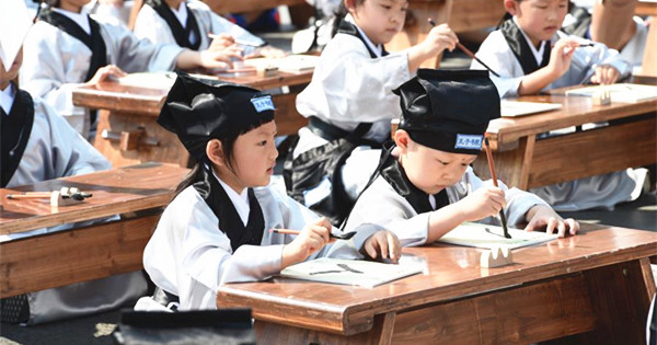 Children wearing Hanfu attend writing ceremony