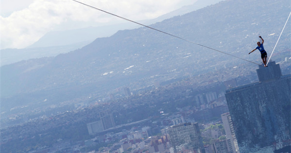 German man walks on wire between tallest buildings in Mexico