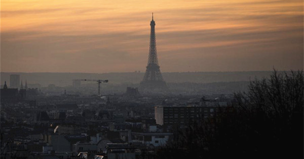 Paris continues banning cars due to deteriorating air quality