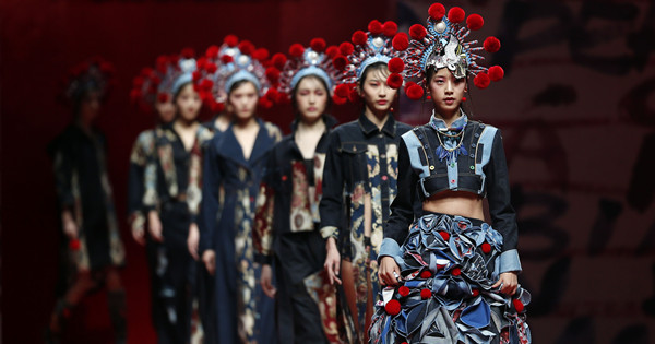 Fashion show blends Chinese and Western cultures