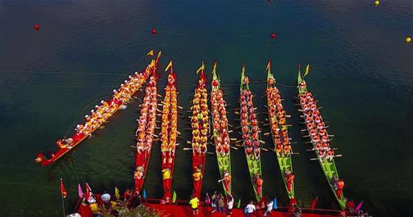 Dragon boat competition held in east China
