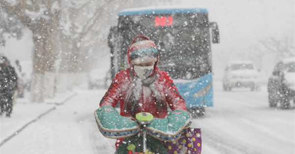 Cold wave brings heavy snowfall to E China