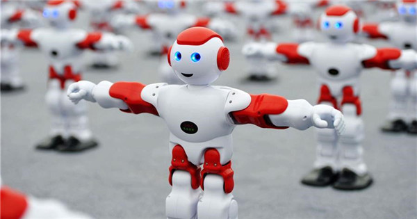 Robots dance together to set new Guinness World Record in Qingdao