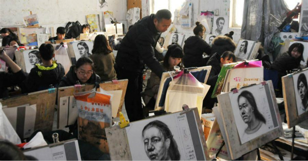 Art students prepare for 2017 college entrance examination in C China