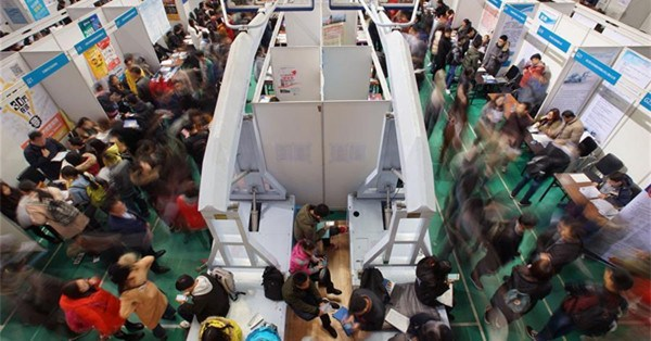 Over 5,000 graduates seen at job fair in N China