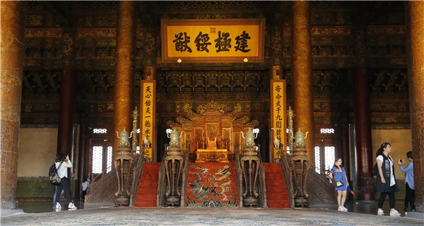 Forbidden City sees lights after hundred years