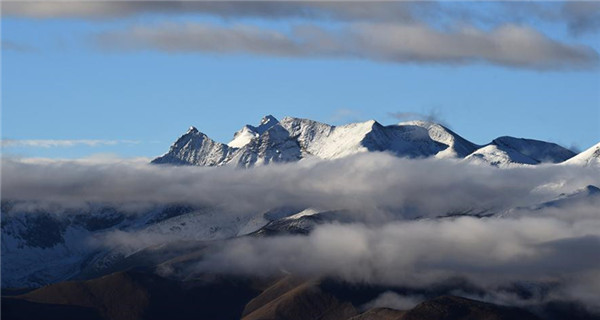 Scenery at the foot of Mount Qomolangma