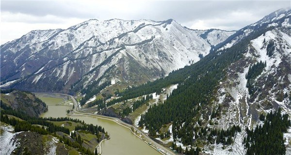 Snow scenery of Tianshan Mountains in Xinjiang