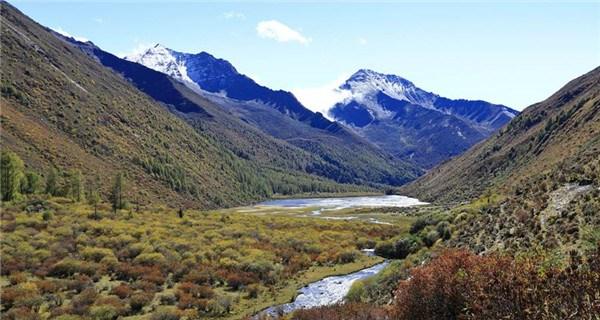Autumn scene in Siguniang Mountain, Sichuan Province