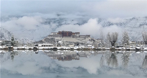 Breathtaking beauty of the Potala Palace after snow falls in Lhasa