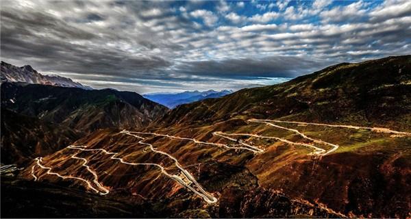 Grand scenery along Sichuan-Tibet highway