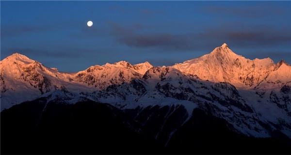 Beautiful scenery of Meili Snow Mountains in Yunnan