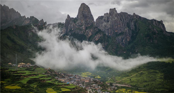 Fog scenery of Zhagana after rainfall in Gansu