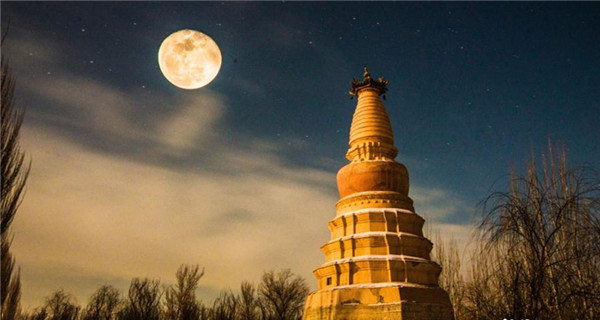 Big moon lights up NW China city