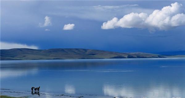 Scenery of Lake Manasarovar in Tibet Scenery of Lake Manasarovar in Tibet