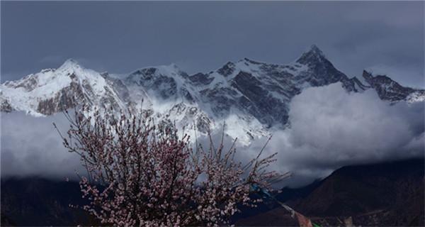Splendid scenery of Mount Namjagbarwa in Tibet