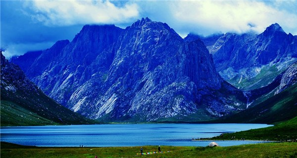 Nianboyuze Peak: majestic mountains, stunning lakes