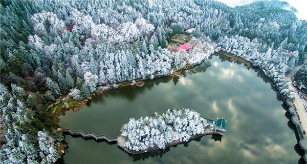 Fantastic ice-frosted scenery on Mount Lu in Jiangxi