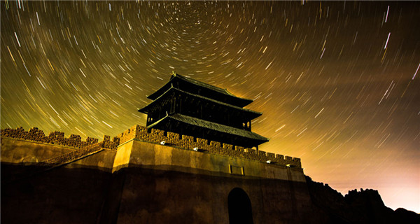 Starry sky creates fairyland in desert area of Dunhuang