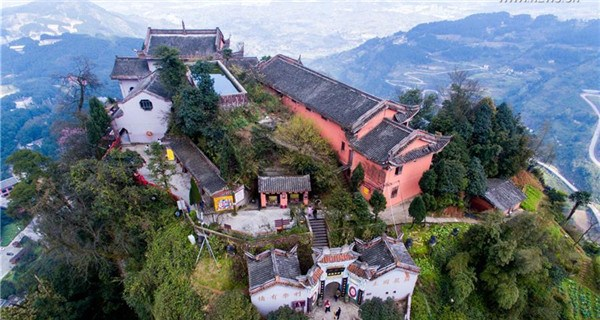 Ancient Jingyin Temple built on cliff in Chongqing
