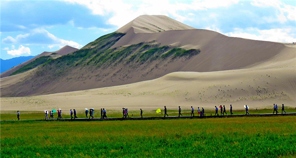 Mingshashan, a popular summer getaway