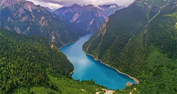 Quake-hit Jiuzhaigou regaining its beauty