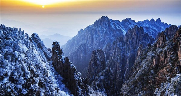 Huangshan Mountain shows all natural wonders