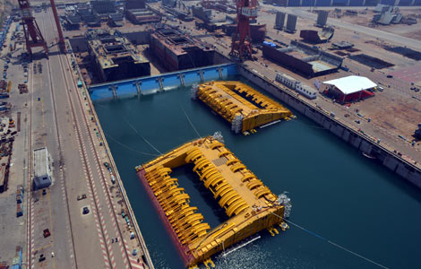 Two sets of engineering equipment built by Wuchang Shipbuilding Industry in Qingdao, Shandong province, July 3, 2013. [Photo/Xinhua]