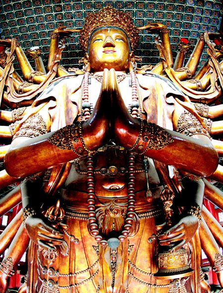 Temple of Universal Peace houses one of the biggest gold painted wooden Buddhas in the world, the Guanshiyin Bodhisattva with one thousand arms and one thousand eyes.