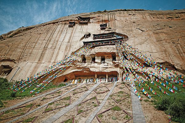 The Matisi Grottoes cover about 100 square meters in Sunan, a Yugur ethnic autonomous county 600 kilometers from Lanzhou. Mati means horse hoof and si means temple. The 21 caves are arranged in seven stories. [Photo by Chen Xi/For China Daily]