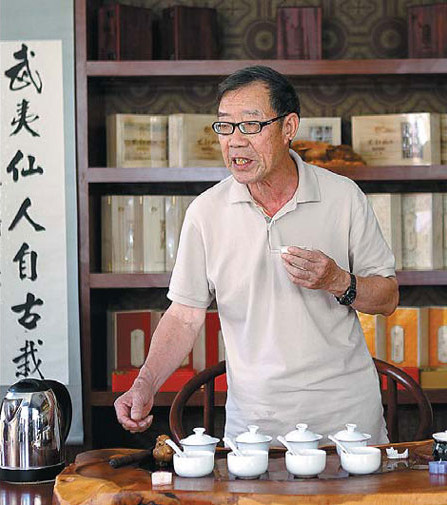 Dahongpao tea master Ye Qitong is concerned that traditional tea-blending skills may die out if the younger generation is not taught them. Zou Hong / China Daily