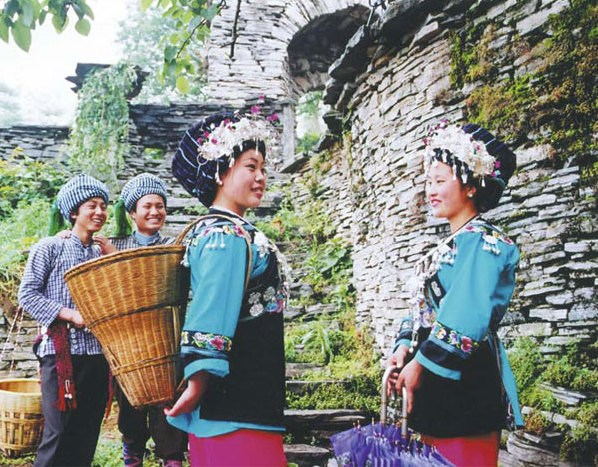 Hand-woven clothes, with rich colors and ornaments, are still popular among ethnic people in Hunan. Provided to China Daily