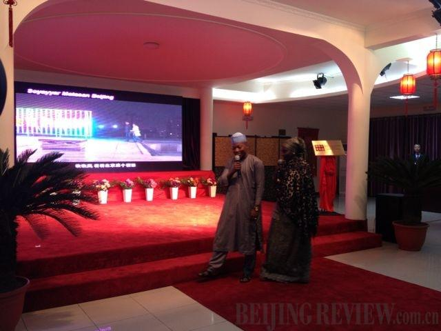 Nigerian voice actors show up at the premiere of Hausa version of Beijing Love Story in Abuja on September 18. The premiere of the TV drama is part of the Experience China activity held by China's State Council Information Office from September 10 to 19 in Abuja (DING ZHITAO)