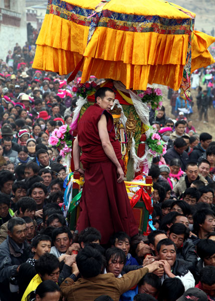 This 2012 photo shows pilgrims celebrating the Buddha-Greeting Festival at Ganden Sumtsenling Monastery in Shangri-La. The festival falls on the 15th day of the first month of the New Year, according to the traditional Tibetan calendar. Shen Bo / for China Daily