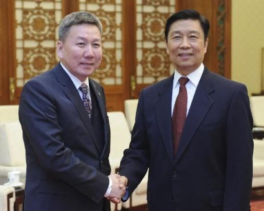 Chinese Vice President Li Yuanchao (R) meets with Mongolian Foreign Minister Luvsanvandan Bold in Beijing, China, Jan. 17, 2014. (Xinhua/Zhang Duo)