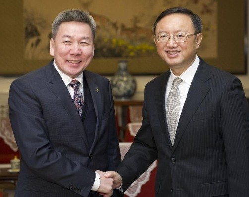 Chinese State Councilor Yang Jiechi (R) meets with Mongolian Foreign Minister Luvsanvandan Bold in Beijing, China, Jan. 17, 2014. (Xinhua/Xie Huanchi)