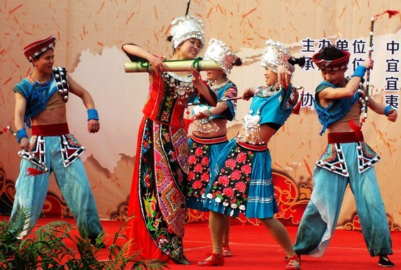 Tujia singers and dancers perform during the Lantern Festival in Hubei province's Yichang in 2014. The protection of ethnic cultures is a national focus. Ren Weihong / for China Daily